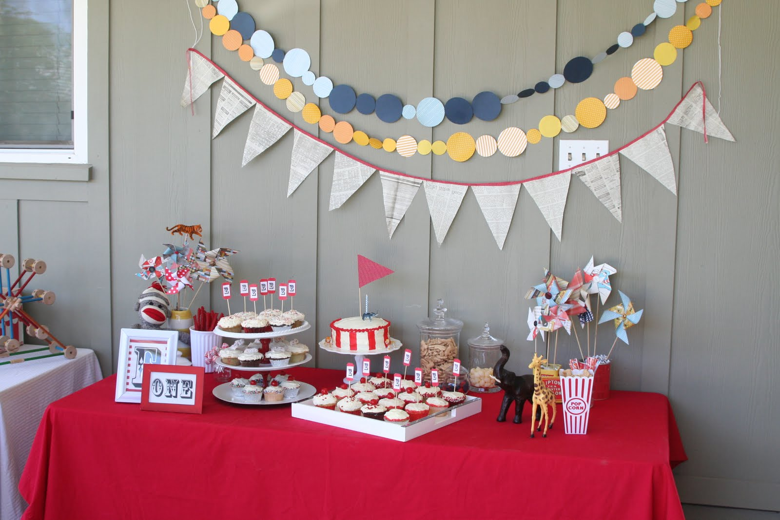 Birthday party decoration decoration ideas for Decoration goods